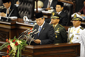 President Yudhoyono addressing the House of Representatives in Jakarta's Parliament yesterday. His budget includes food subsidies for the poor, higher salaries for civil servants and the biggest slice of the pie for education. -- PHOTO: AGENCE FRANCE-PRESSE